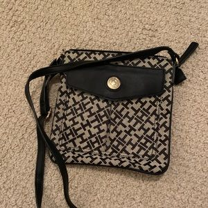 Tommy hilifiger purse